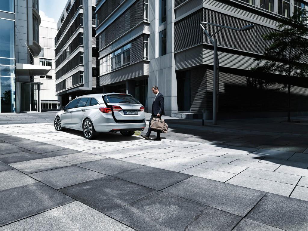 15-Opel-Astra-Sports-Tourer-premiere