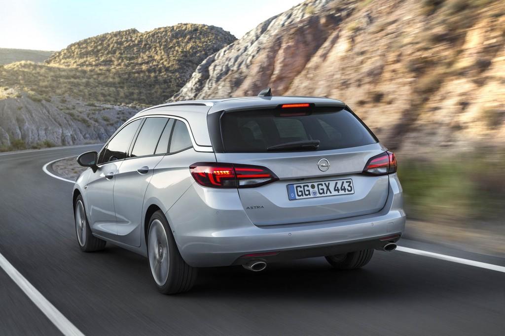 2-Opel-Astra-Sports-Tourer