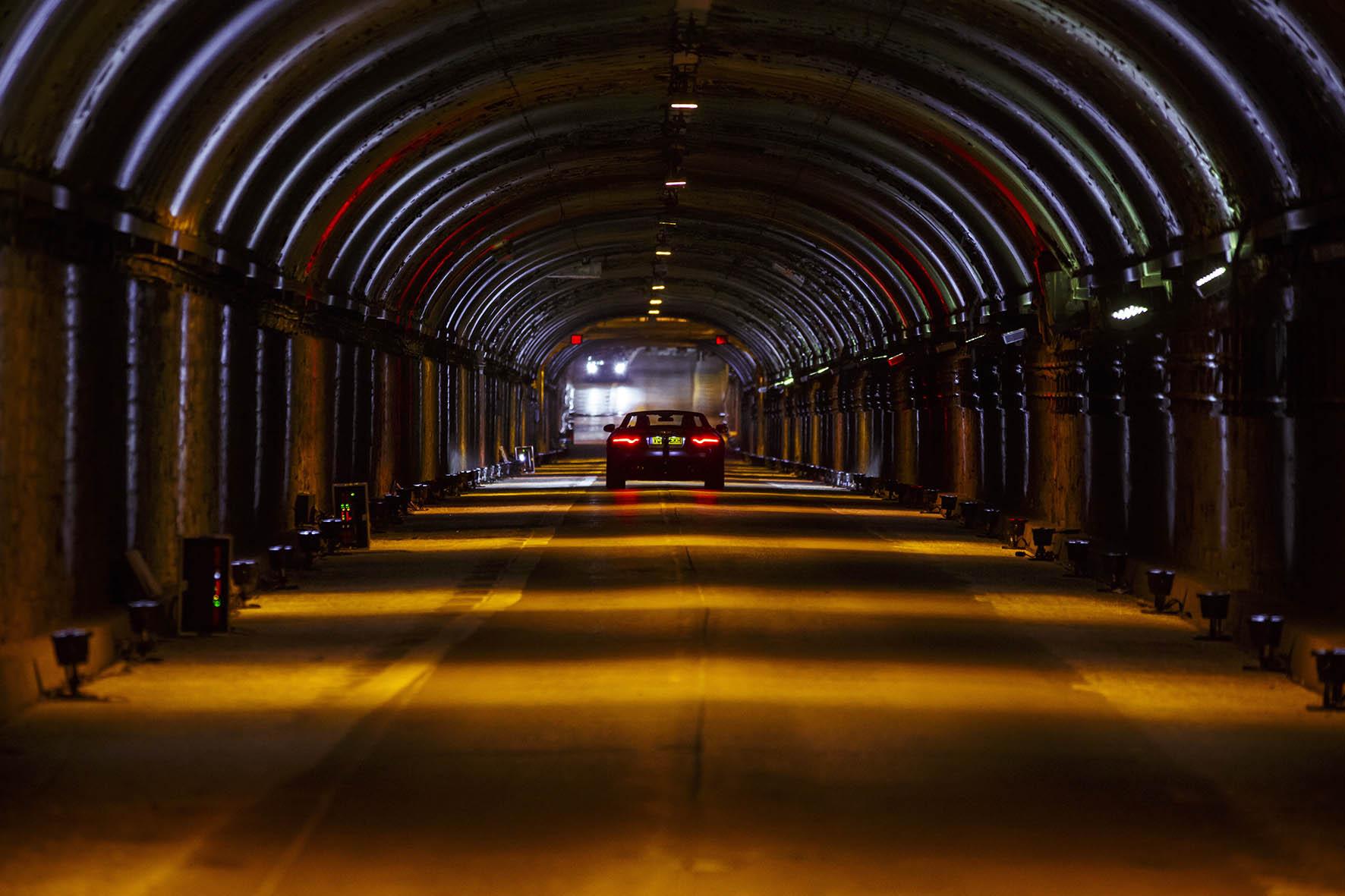 4-Jaguar-F-TYPE-SV-R-Tunnel